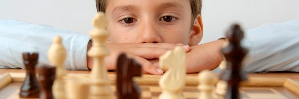 Child-with-chess