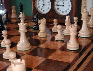 xadrez-relogio-mesa